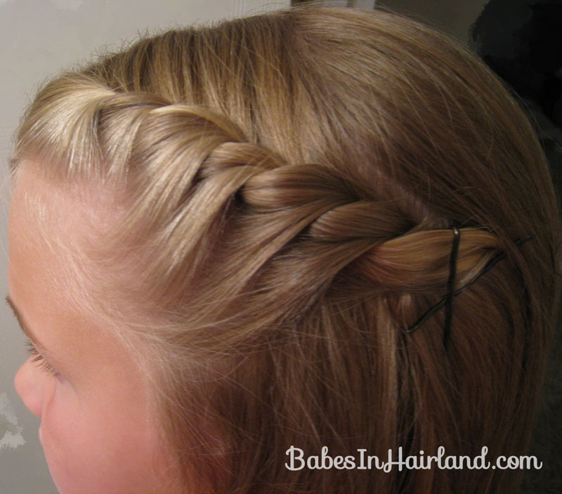 Twist It And As You Keep Going Her Back Add More Hair From Your Bangs When Are Satisfied With The Result Pin Up Bobby Pins